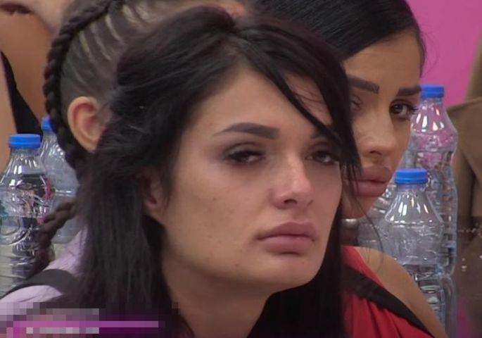 NAKON JEZIVE ISPOVIJESTI: Viktorija Mitrović otkrila da viđa ženu popa koji  ju je silovao - Express